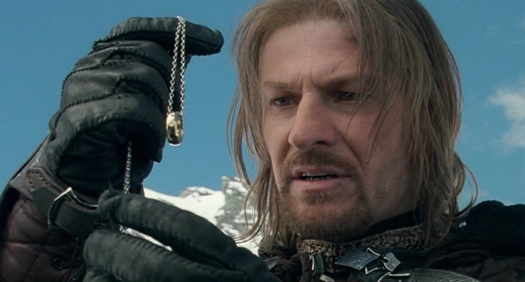 Lord of the Rings Boromir holding ring