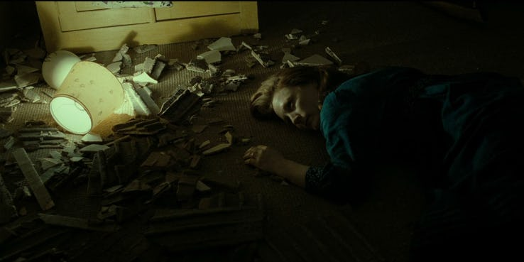 Geraldine Somerville as Lily Potter Death Scene e1482185026697